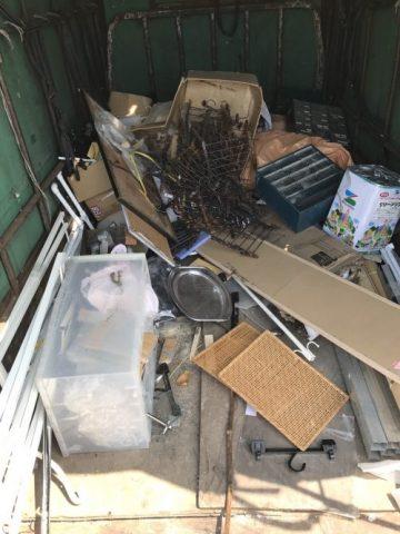 回収し積み込まれた廃棄物