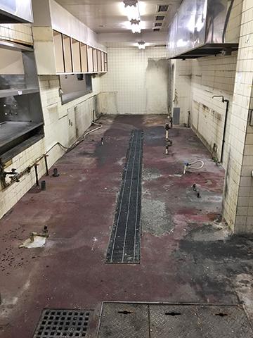 調理器具が取り払われた厨房