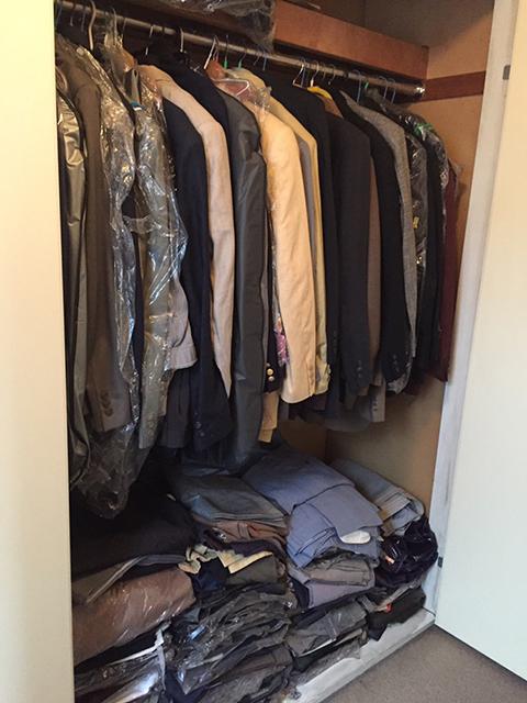 驚くほどのたくさんのスーツ