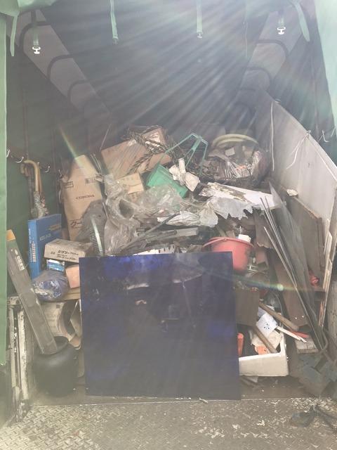 回収物を詰め込んだトラック